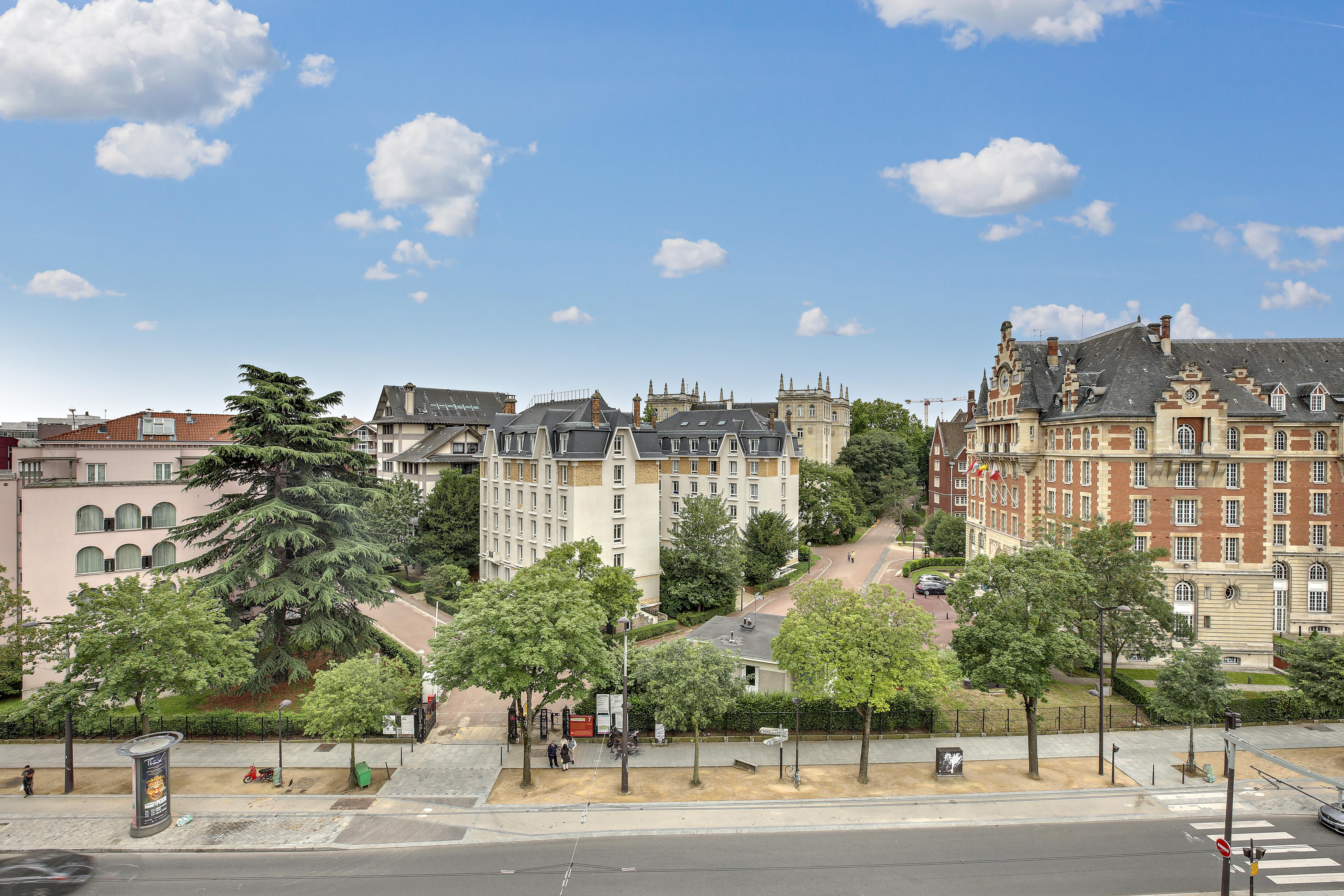 PARIS XIV- MONTSOURIS 2 PIECES DERNIER ETAGE 438000 €