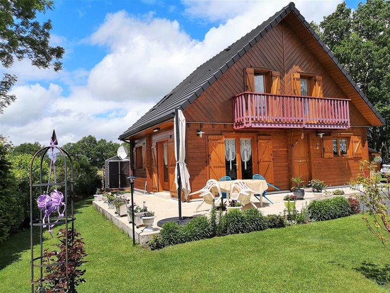 MAISON 98 M2 en madriers - Excellent état - 3 chambres - Bureau - Cuisine ouverte - 2 garages - 30 m 228500 €