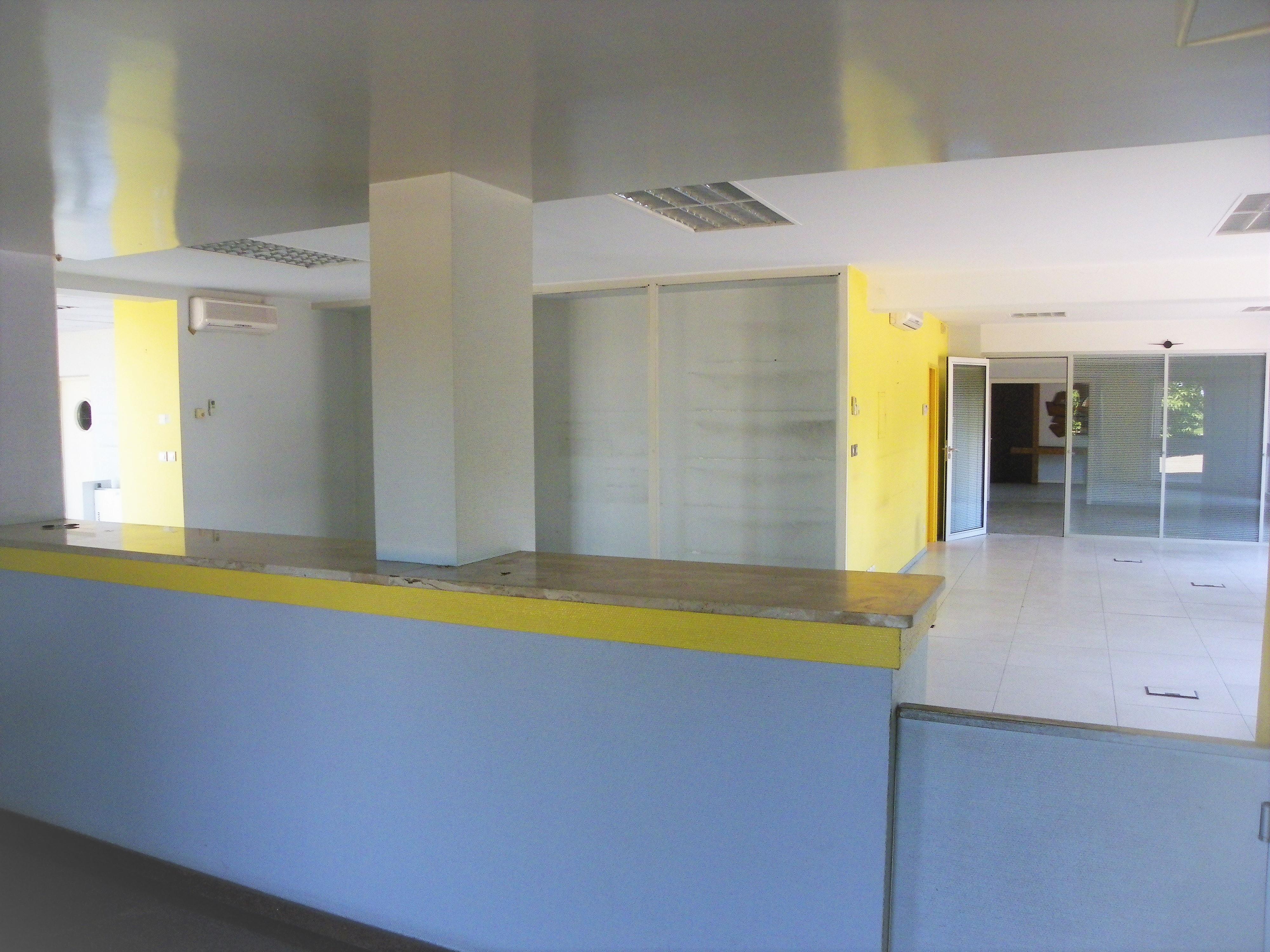 Entrepôt et bureaux