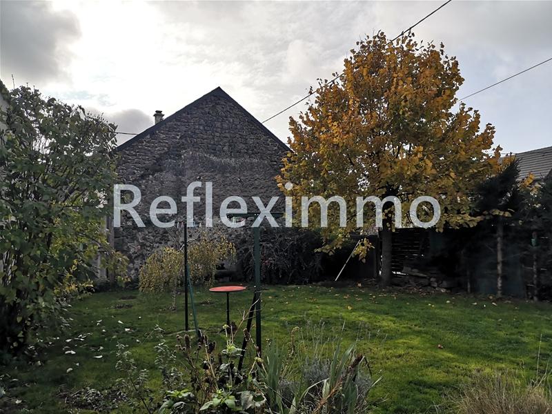 Maison en pierres 3 chambres, bureau, jardins 30 mn clermont Fd