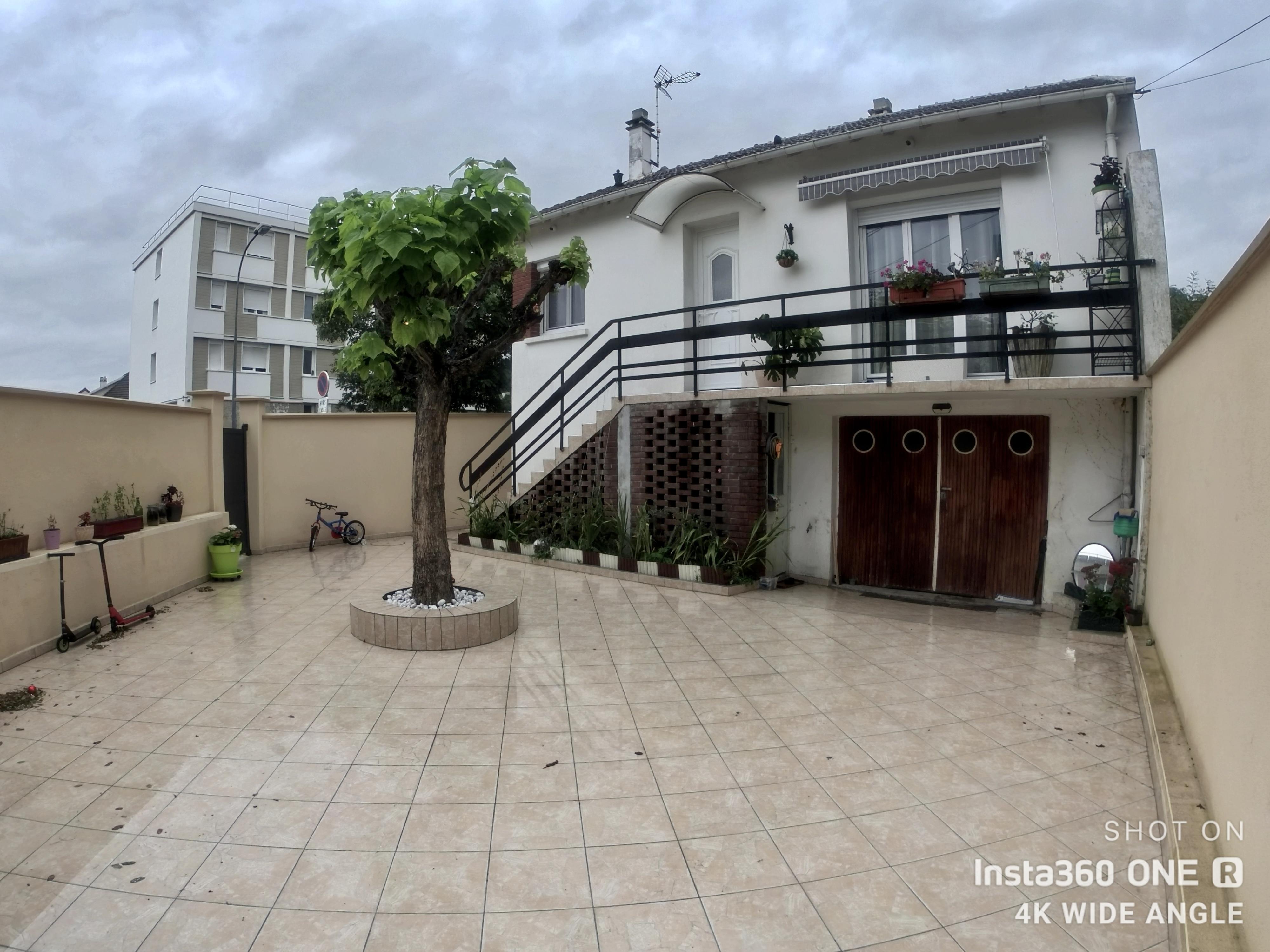Belle maison rénovée proche écoles et commerces 283000 €